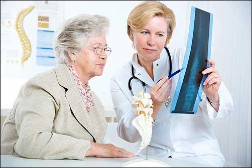 Điều trị loãng xương ở phụ nữ mãn kinh