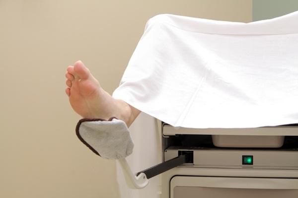 Kiểm tra âm đạo cho thiếu nữ chưa chồng có hơi đau
