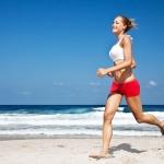 Người phụ nữ khỏe mạnh thường xuyên vận động