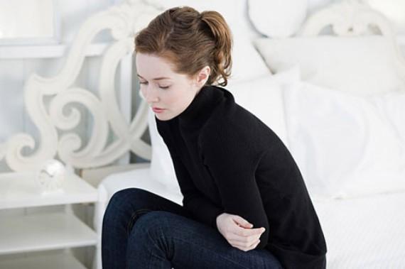 Đau bụng kèm theo sốt là dấu hiệu của bệnh sỏi thận