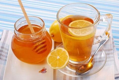 Uống nước chanh mỗi buổi sáng để thanh lọc cơ thể