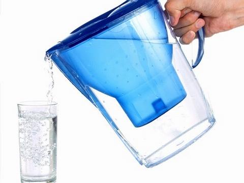 Uống nước ấm mỗi buổi sáng để thanh lọc cơ thể