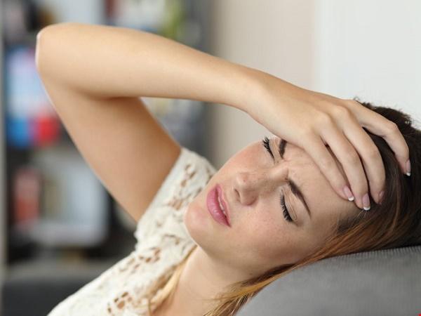 Phụ nữ mãn kinh sớm có thể do suy buồng trứng